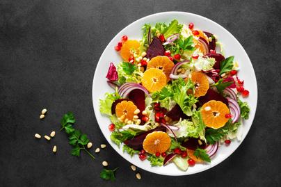 Rostdús vitaminbomba a céklás-narancsos téli saláta: sokáig eltelít és nagyon finom