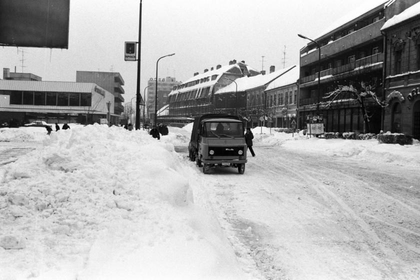 Képeken az 1987-es nagy havazás: napokra megbénította az országot az időjárás