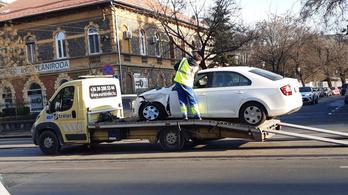 TEK-es autóval ütközött a NAV-os a Thököly úton