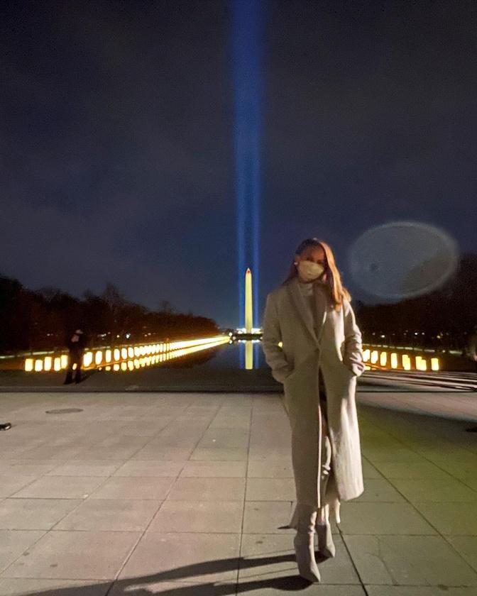 A végére engedtessék meg még két celeb: Chrissy Teigen modell azért van Washingonban a családjával, mert férje, John Legend is fellép az új elnök tiszteletére