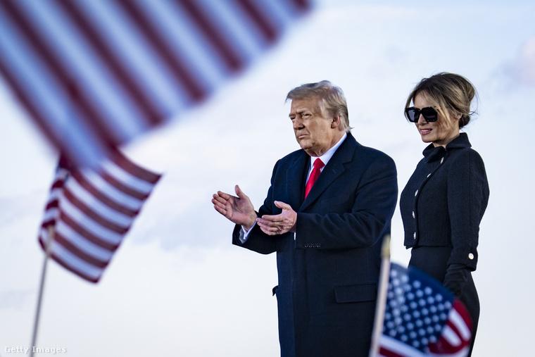 150 éve nem volt példa arra, hogy egy amerikai elnök ne menjen el a ceremóniára, amelyen az őt követő elnök hivatalosan is átveszi a feladatait, de hát fontos dolguk volt: egy katonai bázison tartottak beszédet támogatóiknak, aztán repülőre szálltak.