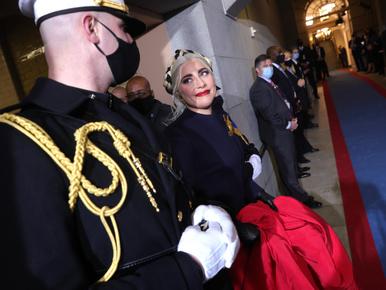 Ruhákkal üzentek, szerelmes pillantásokat lődöztek a híres nők Biden beiktatásán