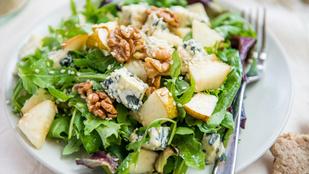 Körte-datolya saláta dióval – akár egy szelet grillezett hússal is remek