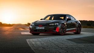 Porsche-génekkel érkezik a csúcs elektromos Audi