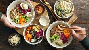 Ropogós káposzta-garnéla saláta – könnyű vacsora ázsiai hangulatban