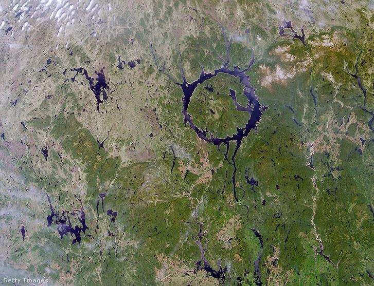 Az egyik legnagyobb, szárazföldi meteoritbecsapódás nyomai Észak-Kanadában, 212 millió évvel ezelőttről
