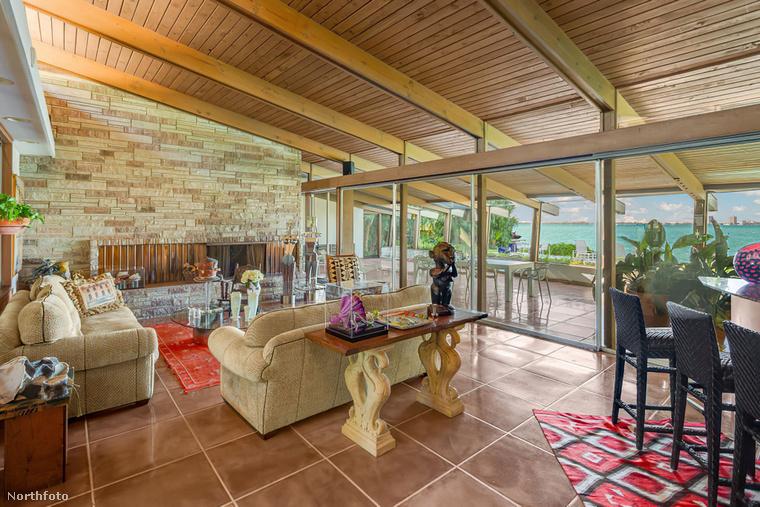 A kőburkolatú falnak és a terrakotta csempéknek köszönhetően otthonos, mediterrán hangulatúak a belső terek,...
