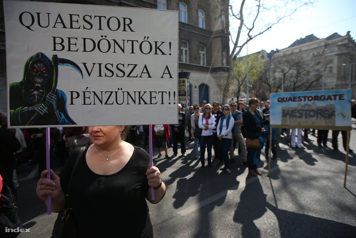 Quaestor-károsultak tüntetése 2015. április 11-én