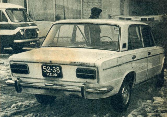 1500V, azaz kísérleti típus még 1200-es műszerfallal, kormánnyal. De mi az a mikrobusz? Nem Latvia, mintha valami Fiat lenne, de ahhoz túl nagy...