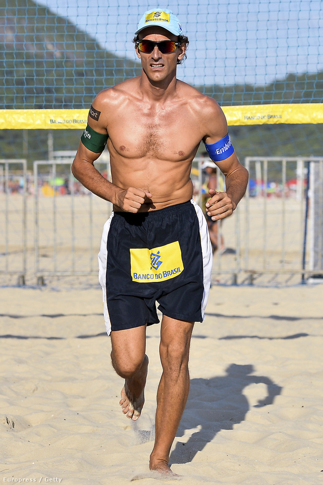 Emanuel Rego brazil strandröplabdázó a Copacabanán strandröplabdázik