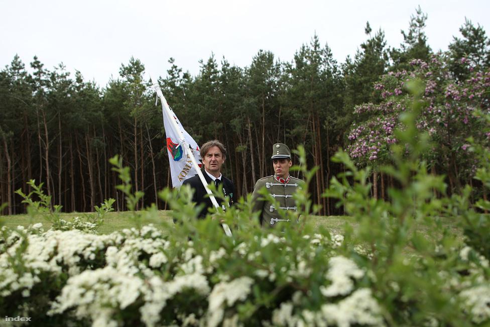 95 évvel az otrantói csata után, május 13-án Kerekin átadták  vitéz nagybányai Horthy Miklós első életnagyságú, egész alakos szobrát. A faszobrot grófok, vitézek, Horthy egykori katonái, gárdisták, motorosok és Fankadeli Feri avatták fel.
