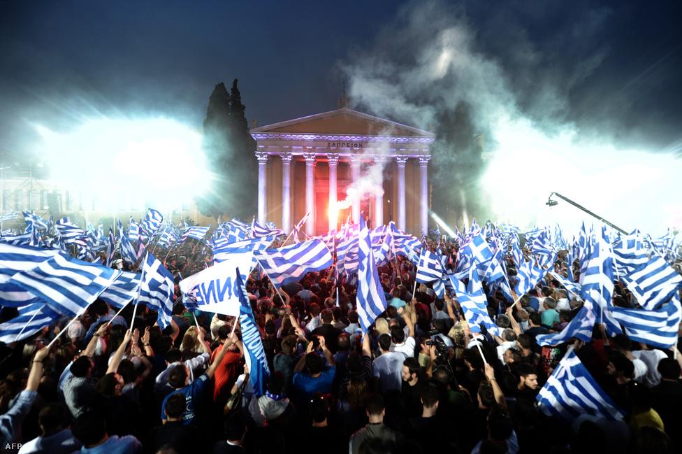 Antonisz Szamarasz a görög Új Demokrácia pártjának vezetője tart beszédet Athénban május 3-án. A súlyos pénzügyi válsággal küzdő országban kétszer tartottak előrehozott választásokat idén, miután a májusi voksot követően nem sikerült kormányt alakítania egyik pártnak sem.