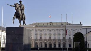 A lengyel parlamentben ma megszavazták a 14. havi nyugdíjat is