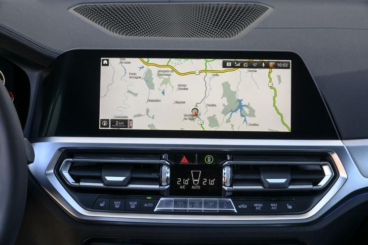 Talán az egyik leghasználhatóbb adat az autó GPS által meghatározott helyzete. Egyes, internetkapcsolattal rendelkező típusok kétpercenként továbbítják ezt a gyár felé