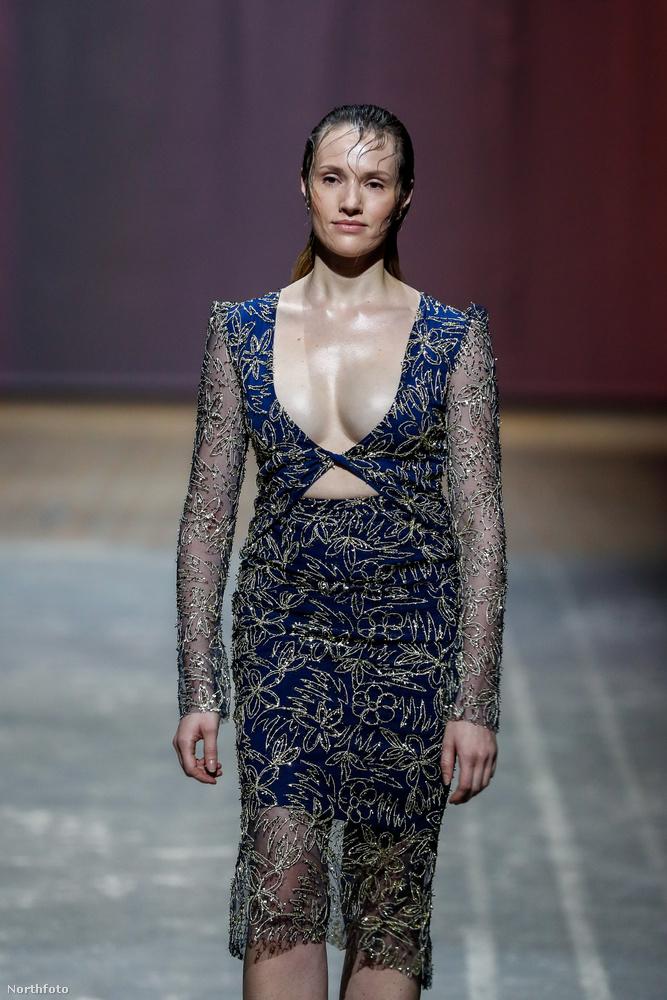 A Lana Müller bemutatóján szereplő női modellek sem úszták meg: nem elég, hogy testi kiterjedéseik gátolták a ruhák esztétikus bemutatását, az arcukon mintha most szlottyant volna végig egy-egy tojásfehérje.