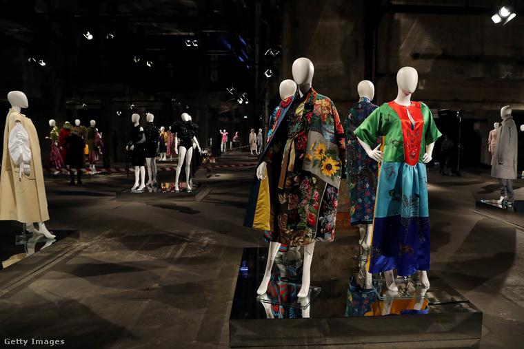 Az idei berlini divathetet nagyrészt virtuálisan rendezték meg, de ez nem jelenti azt, hogy ruhák, modellek vagy bemutatók ne lettek volna.