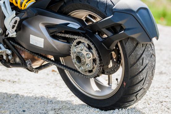 A Ducati nem vacakol kardánnal, számít nekik a tömeg