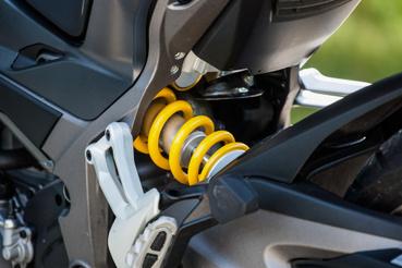Elektromos hátsó gátló - sárga, de nem Öhlins