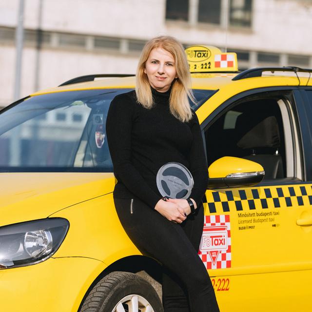Háromgyermekes édesanya lett az év taxisofőrje - Váradi Zsuzsanna öt éve választotta a szakmát
