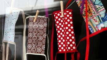 Orbán laboratóriumában a textilmaszkról FFP2 maszkra állnak át
