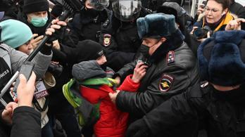 Moszkvában már gyerekeket is őrizetbe vettek