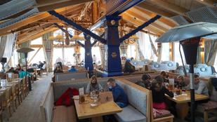 Lengyelországban újra kinyithatnak a vendéglátósok és hotelek egy kompromisszum révén