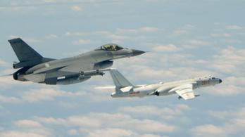 Peking figyelmeztetésnek szánta a kínai hadsereg akcióit Tajvan légterében