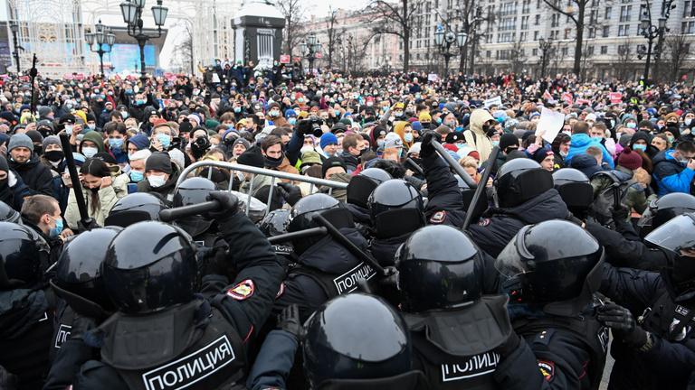 A világ Moszkvára figyel, elszabadultak az indulatok