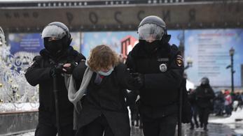 Lesújthat a hatalom vasökle, több mint háromezer embert vettek őrizetbe a Navalnij-párti tüntetéseken