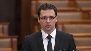 PM: 117 ezer munkahelyet óvott meg az adóelengedés