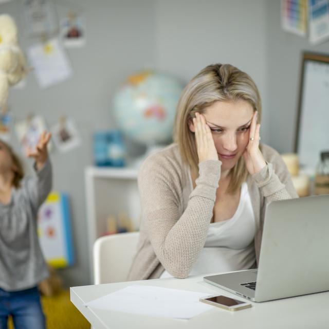 A home office elhozhatta volna a női szolidaritást, de mi még mindig egymásra licitálunk a hülyeségben