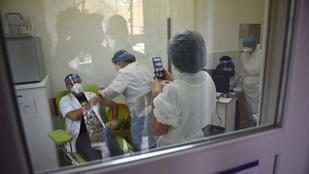 Romániában a második oltás után is kötelező a maszk