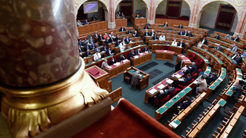 Az ellenzék vakcinabeszerzést vizsgáló bizottság felállítását javasolja