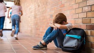 A gyerekek is tudnak kegyetlenek lenni: így zaklatják társaikat a fiúk, és így a lányok