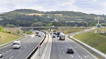 Hét végén lejár az éves autópálya matricák érvényessége