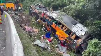 Huszonegy ember meghalt, harminchárom utas megsérült egy buszbalesetben