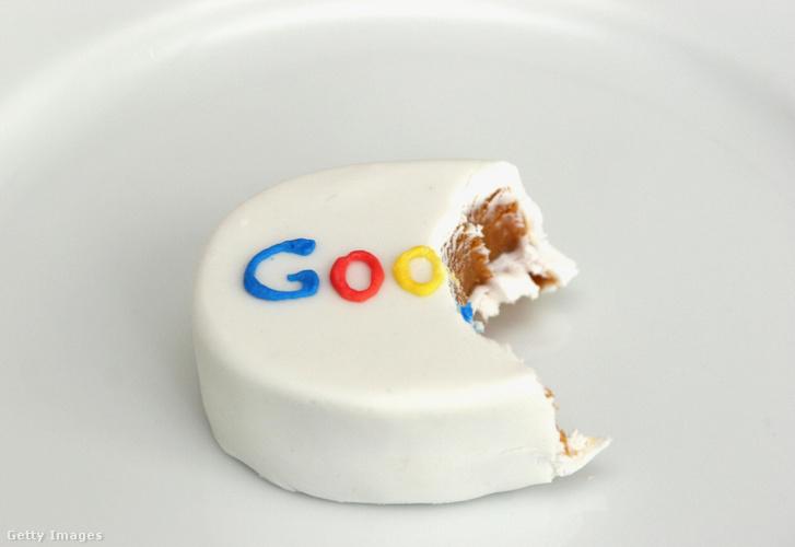 """Ez a fotó a Google Australia központjának felavatásakor osztogatott, félbeharapott sütiről készült még 2006-ban. A képnek azóta kicsit már más az üzenete: az ausztrál sajtó egy """"harapást"""" kér a hirdetési bevételek sütijéből..."""