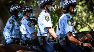 Ezrek tiltakoztak Ausztráliában a brit gyarmatosítókra emlékező nemzeti ünnep ellen