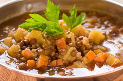 Melengető lencseleves krumplival dúsítva – Egyszerre tápláló és egészséges