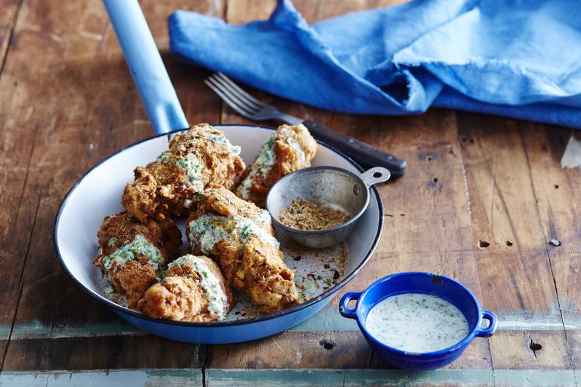 Rántott csirke még sosem volt ennyire finom: a hús omlós és fűszeres
