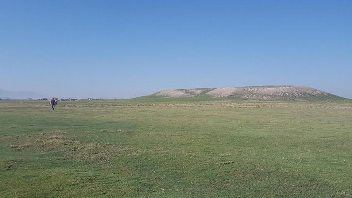 Türkmen-Karahöyük domb, vagy másképp Tell. Alatta sejtik Hartapu fővárosát