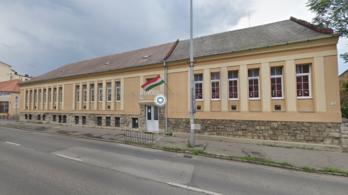 Kevés a gyerek, Pécsen bezárnak egy óvodát