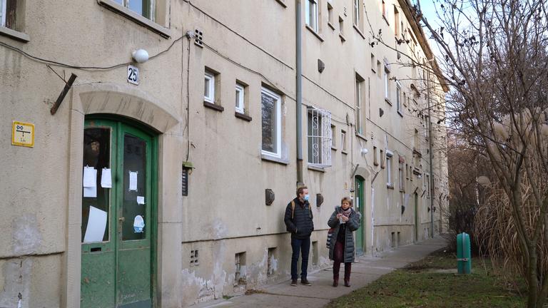 Kényszerkiköltöztetés a Mosoly utcában