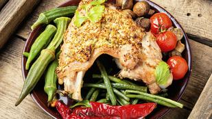 Süss pulykát édesburgonyaágyon egy kevés rozmaringgal, majoránnával és sok fokhagymával!