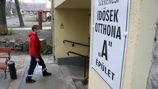 A magyar állam nem akar bővíteni, otthongondozás vagy bentlakás vár az idősekre
