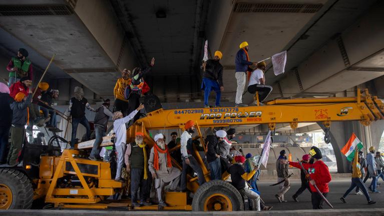 Ismét több tízezer tüntető földműves táborozott le Újdelhi előtt