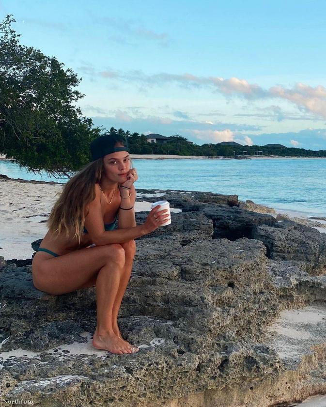 Nina Agdal modell egy korábbi nyaralás emlékét elevenítette fel, mondván, lélekben még itt van.