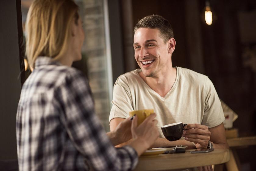 Hogy lehet kiszúrni a sorozatos randizókat, akik semmi komolyat nem akarnak? 5 intő jel, ha te nem futó kalandot keresel