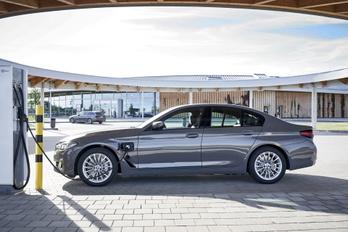 Belépőszintű konnektoros hibridek a BMW-től