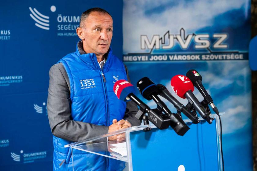 Kovács Kokó István, a szervezet jószolgálati nagykövete 2020. október 1-jén: az Ökumenikus Segélyszervezet országos adománygyűjtést indított a kárpátaljai rászorulókért.